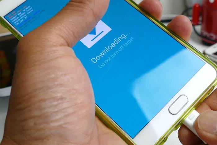 Samsung-Galaxy-Note-5-Firmware-Update-Downloading